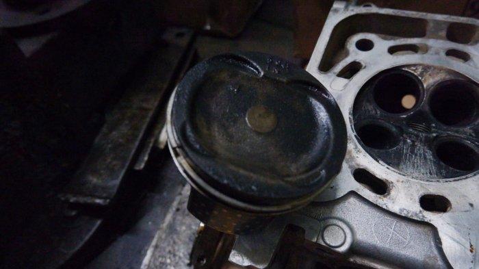 Kondisi mesin mobil yang rusak akibat penggunaan BBM yang tidak tepat