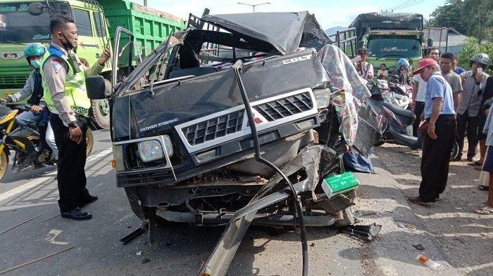 Kecelakaan Maut Tadi pagi, Seorang Penumpang Tewas Terjepit, Pikap Hindari Motor Malah Menabrak Truk