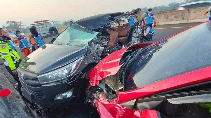 Kecelakaan Maut Tadi Pukul 04.50 WIB, Dua Orang Tewas, Mobil Innova Tabrak Truk Hingga Terpelanting