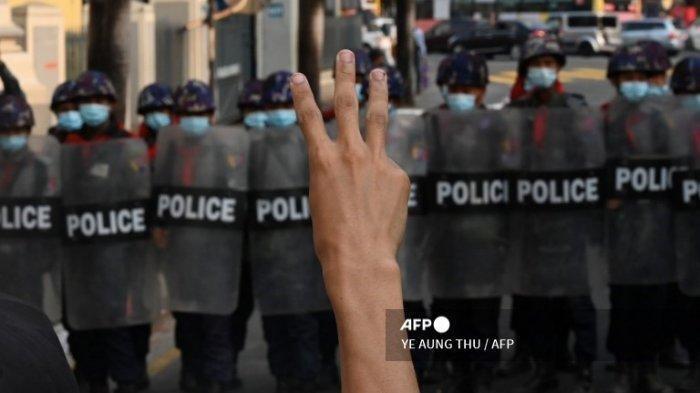 Kondisi Myanmar Sekarang Memanas, Bentrok Aparat dan Demonstran Penentang Kudeta.
