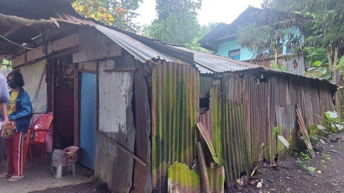kondisi Rumah Selvie Said warga RT 20 lingkungan 5 kelurahan Madidir Weru Kecamatan Madidir Kota Bitung satu di antara penerima bantuan bedah rumah