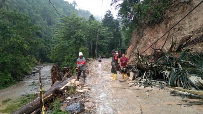 Kopka Hasan Gobel, turun langsung buka akses jalur Bolsel-Bolmong yang tertimbun longsor