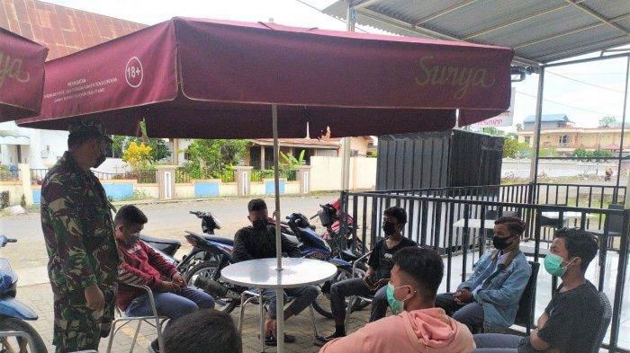 Koramil Dumoga Ingatkan Masyarakat Soal Prokes Covid 19 Melalui Komsos