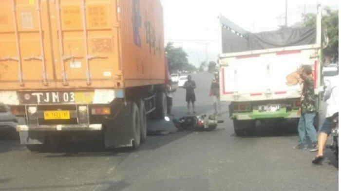 Kecelakaan Maut, Sepeda Motor Masuk Lubang Lalu Oleng dan Menabrak Bagian Depan Truk