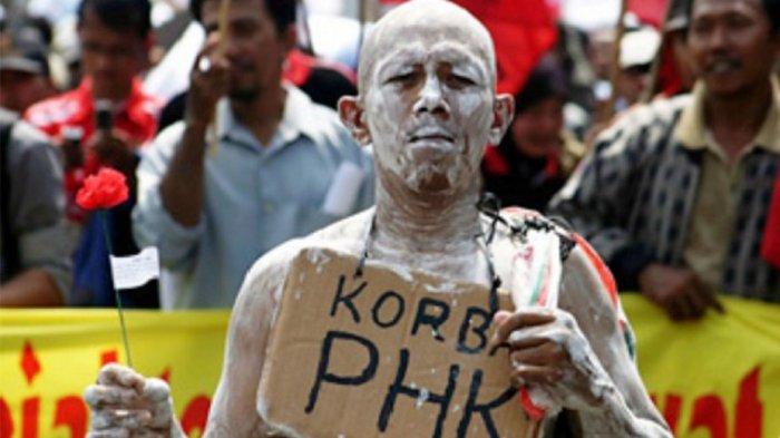 Ilustrasi - Pekerja yang kena PHK. Korban PHK tahun 2020. Banyak orang tak bisa bekerja. Ramalan Soeharto tak meleset.