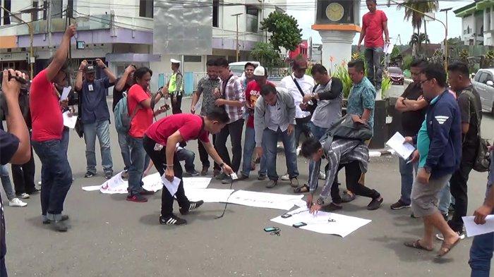 Jurnalis Bolmong Dan Aji Manado Gelar Aksi Demo Di Kotamobagu, Supardi : Tolak Kekerasaan