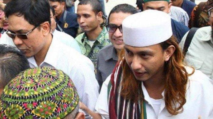 Jelang Sidang Perdana, Massa Pendukung Bahar bin Smith Padati Halaman PN Bandung
