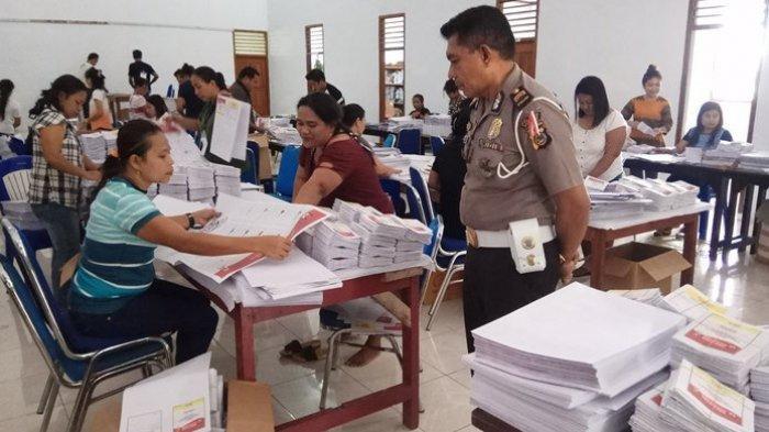 KPU Sitaro Sortir Ribuan Surat Suara Rusak