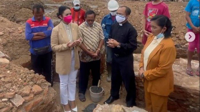 Krisdayanti Peletakan batu pertama pembangunan Gereja di Malang.
