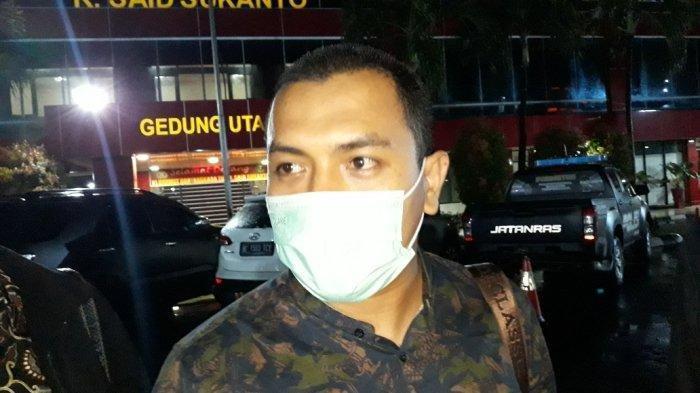 Kuasa hukum Rizieq Shihab, Aziz Yanuar saat memberi keterangan di Rumah Sakit Polri Kramat Jati, Jakarta Timur, Senin (7/12/2020).