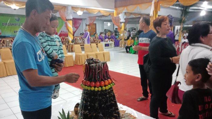 Pesta Adat Tulude di Sangihe, Hadirkan Prosesi Pemotongan Kue Tamo oleh Tetua