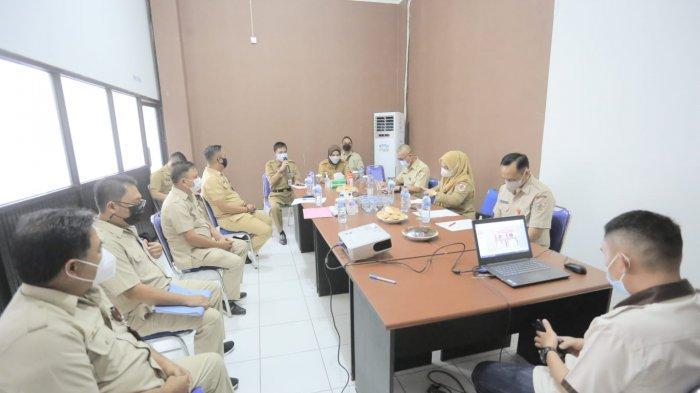Wali Kota Kotamobagu Tatong Bara Rapat Evaluasi Kinerja di Kantor Dinsos