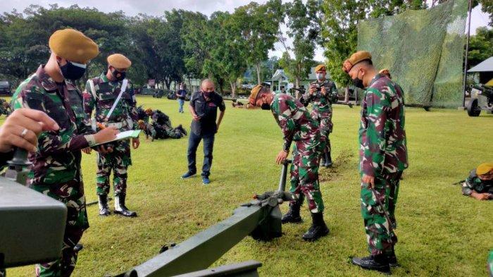 Komandan Pussenarmed Kodiklatad Mayjen TNI Totok Imam Santoso ketika memantau latihan LTPT di Yon Armed 19/105 Tarik Bogani.