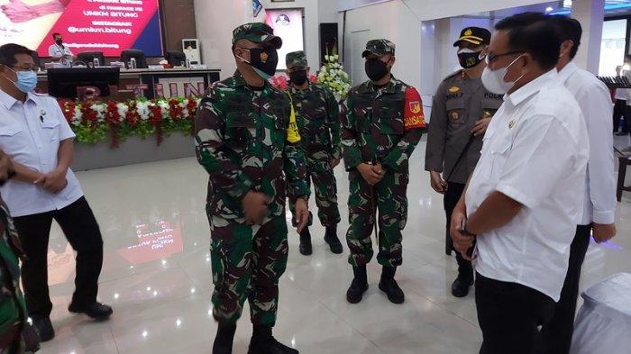 Kunjungan Letnan Jendral TNI R Wisnoe Prasetija Boedi ke Kota Bitung. Kota Bitung saat ini tengah menggelar TMMD ke 111 di Kelurahan Kumersot Kecamatan Ranowulu.