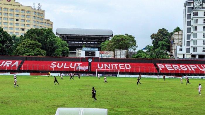 Laga uji coba Persmin Minahasa dan PON Papua di Stadion Klabat Manado, Kamis (15/07/2021). Laga dimenangkan PON Papua 1-0.