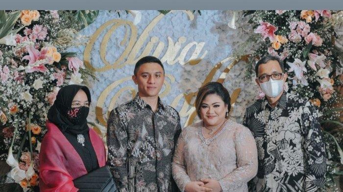 Lamaran Rafly N Tilaar kepada putri Nia Daniaty, Olivia Natahania.