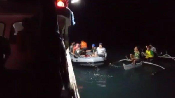 Lanal Melonguane Talaud Evakuasi Korban KM Dampelan Indah yang Terbalik Dihantam Ombak