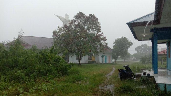 Angin Puting Beliung Landa Talaud, Masyarakat Desa Kiama Panik, Berhamburan Keluar Rumah