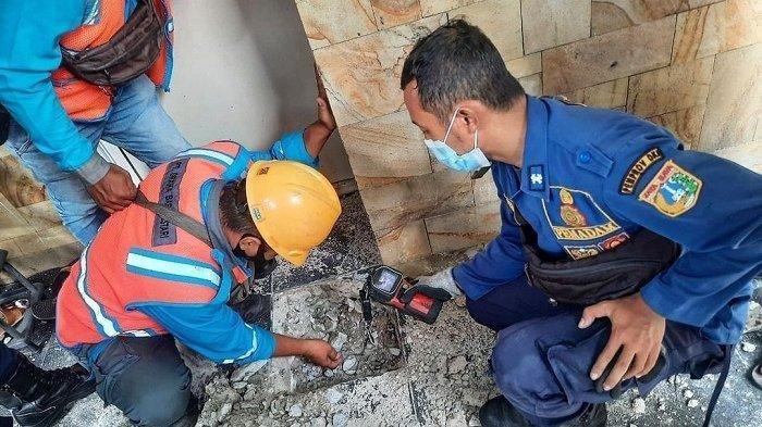 Lantai Rumah Terasa Panas, Setelah Dibongkar Ternyata Membahayakan, Terjadi di Jakarta Barat