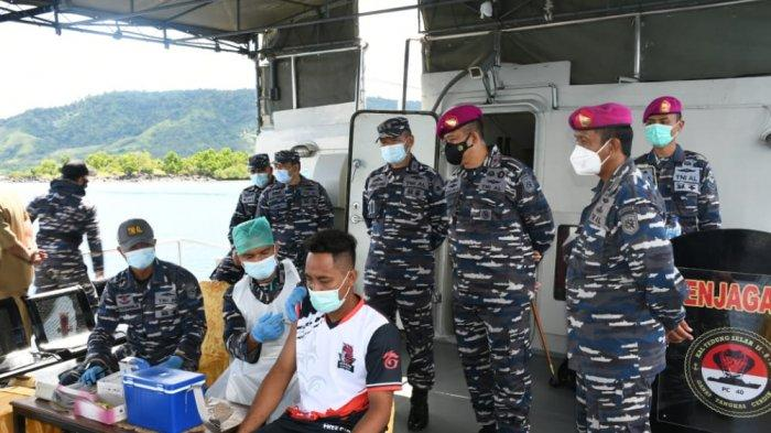 Lantamal VIII Lakukan Vaksinasi Covid-19 di Atas KAL Tedong Selar, Sasar Nelayang yang Tengah Melaut
