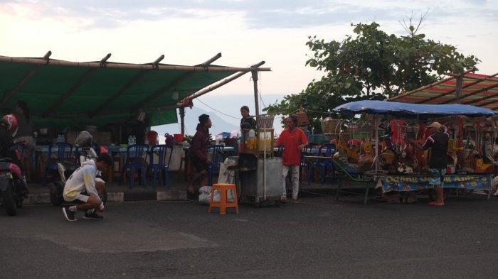 Lapak pedagang kaki lima (PKL) di Jalan Boulevard Dua, Kecamatan Sindulang, Kota Manado, Rabu (21/7/2021).