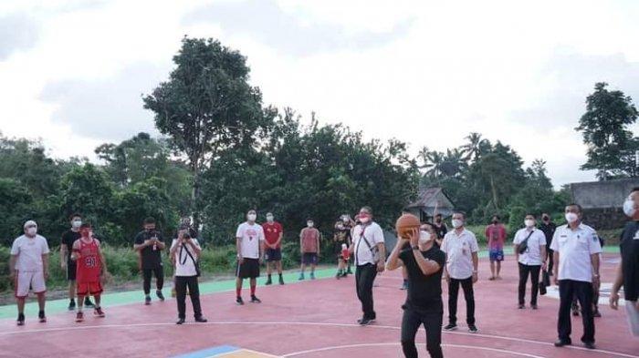Joune Ganda dan Kevin William Lotulung Resmikan Lapangan Basket Pemkab Minut dengan Jump Shoot