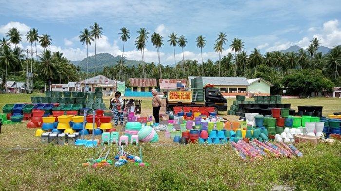 Demi Mengais Rezeki, Pria Asal Sumatra Barat Ini Jualan Keliling hingga ke Boltim Sulut