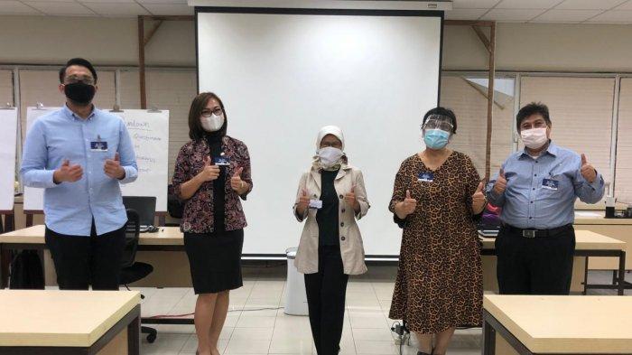 Susan Margaret Palilingan bersama empat besar peserta seleksi Calon Juru Bicara KPK di Jakarta