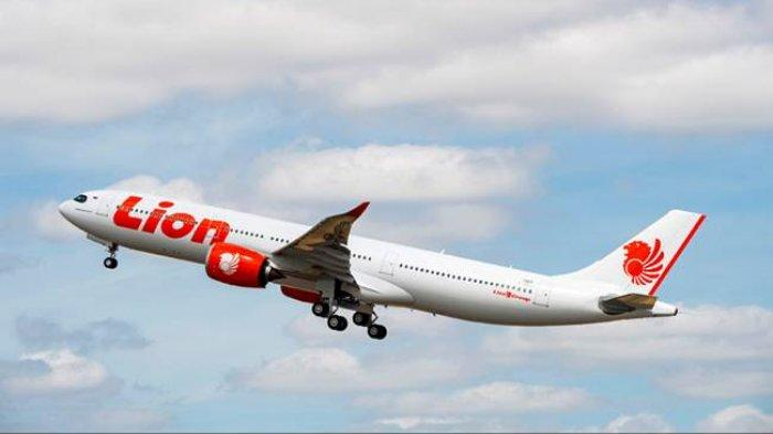 Kerumunan Orang Berseragam Lion Air Berpelukan dan Menangis, Penyebabnya Apa?