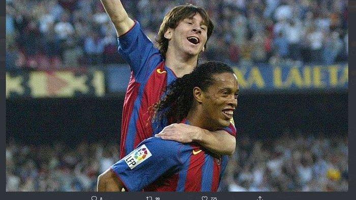 Lionel Messi digendong Ronaldinho setelah cetak gol Barcelona ke gawang Albacete di Liga Spanyol, 1 Mei 2005.