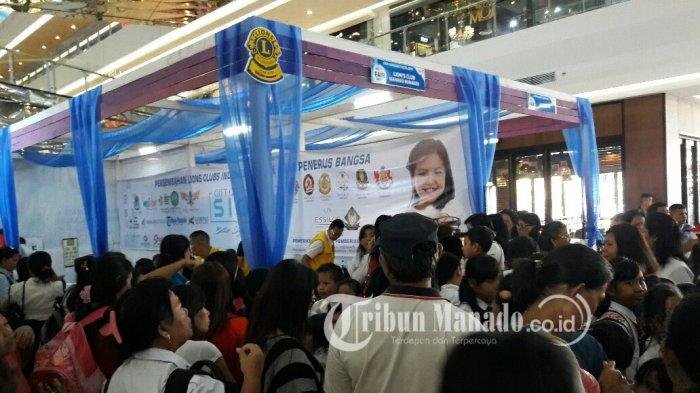 Anak Sekolah dan Guru Antusias Periksakan Mata di Stand Lions Club Manado Bunaken