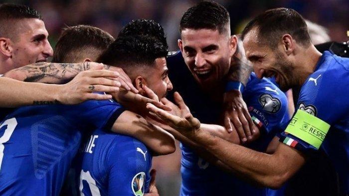 Lorenzo Insigne merayakan gol bersama rekan-rekannya pada pertandingan Italia vs Bosnia-Herzegovina dalam lanjutan kualifikasi Euro 2020 di Stadion Allianz, Turin, 11 Juni 2019.
