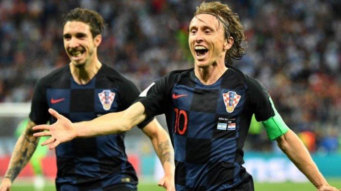 Luka Modric (kanan), Timnas Kroasia