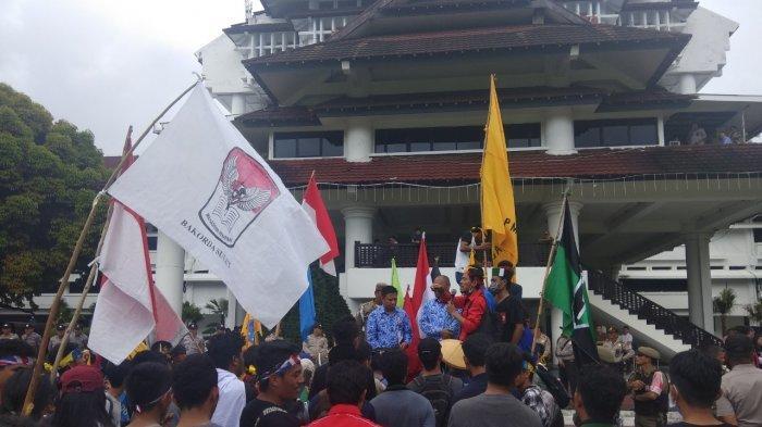 Mahasiswa Bawa Tabung Elpiji, Ban Bekas dan Bensin, Humas Gerakan Kopra Bantah Mau Anarkis