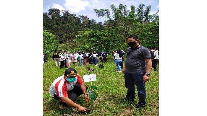 Mahasiswa PPKT Lakukan Kerja Sama Penanaman Pohon