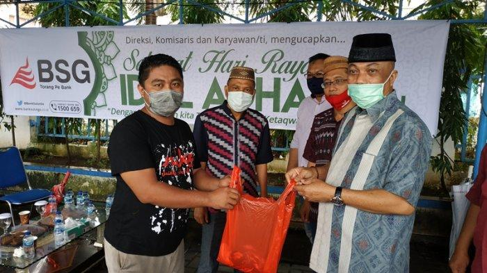 Bank SulutGo Serahkan 24 Sapi Kurban untuk Kaum Dhuafa di Sulut Gorontalo