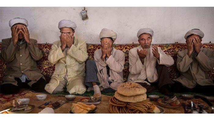 BEDA dengan Doa Niat Puasa, ini Bacaan Doa Sahur Ramadhan 2021, Cuma Sebut 2 Kata ini Ternyata
