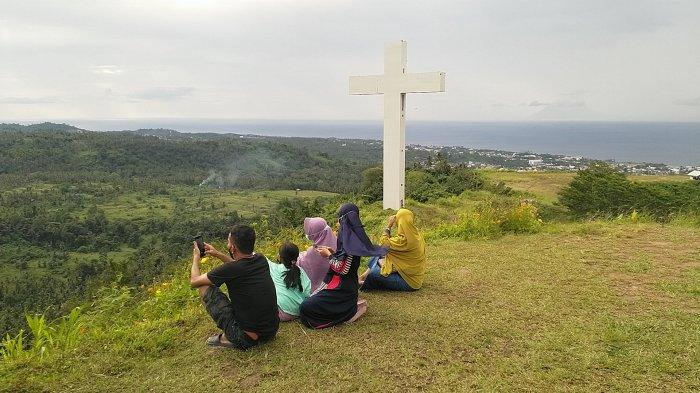Makatete Hills, kawasan wisata puncak bukit yang terletak di Desa Warembungan, Kecamatan Pineleng, Kabupaten Minahasa, Sulawesi Utara.
