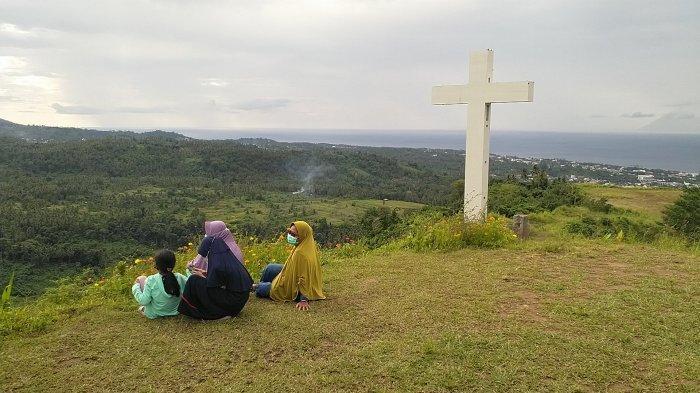 Makatete Hills, kawasan wisata puncak bukit yang terletak di Desa Warembungan, Kecamatan Pineleng, Kabupaten Minahasa, Sulawesi Utara