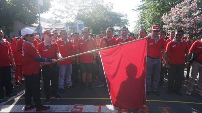 Bupati Evangelian dan Masyarakat Jalan Kaki Keliling Tagulandang