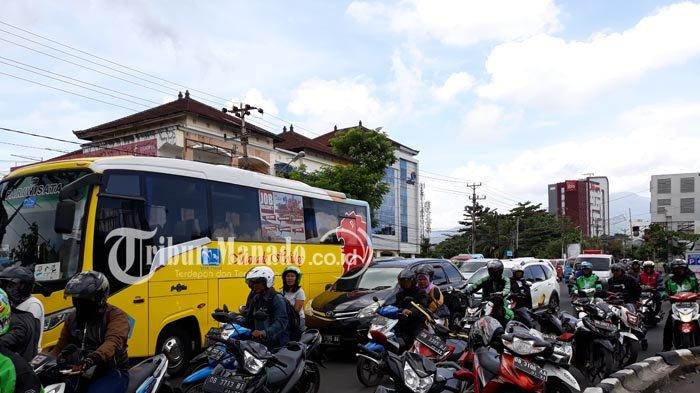 Traffic Update - Kemacetan Terjadi di Ruas Jalan Piere Tendean