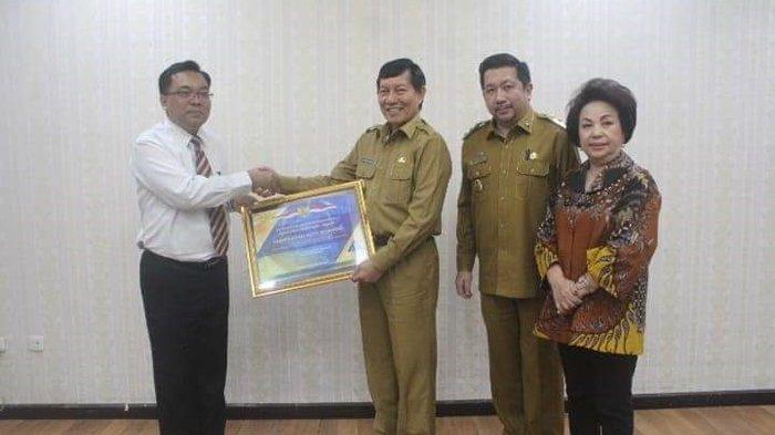 Vicky Terima Penghargaan Dari Kementerian Keuangan atas Keberhasilan Raih WTP