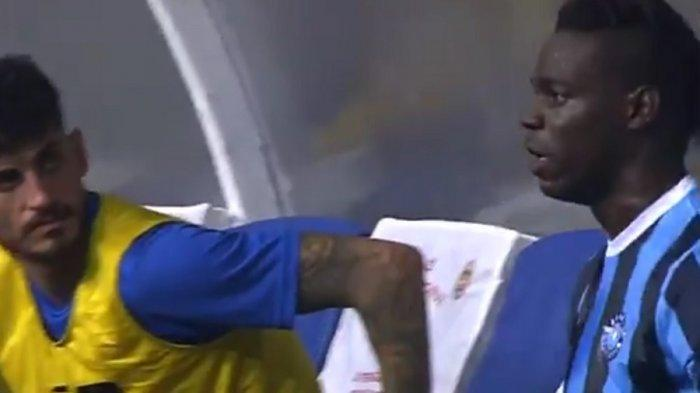 Masih Ingat Mario Balotelli? Eks Striker Man City Ngamuk Ditarik Keluar Lapangan, Sampai Pukul Teman