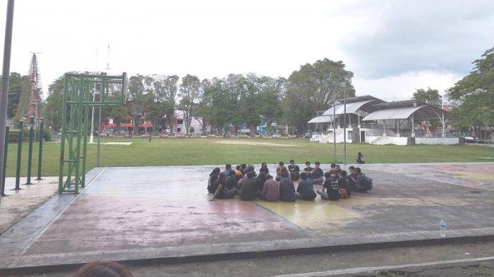 Massa Aksi Save Sangihe Berkumpul di Lapangan Sparta Tikala Manado