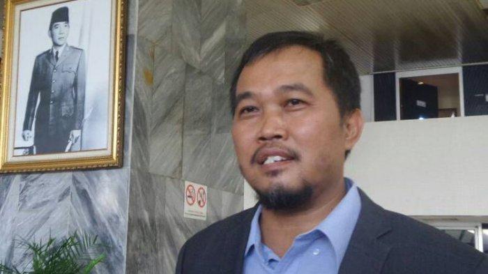 Koordinator Masyarakat Anti Korupsi Indonesia (MAKI) Boyamin Saiman di Kompleks Parlemen, Senayan, Jakarta, Jumat (9/6/2017)