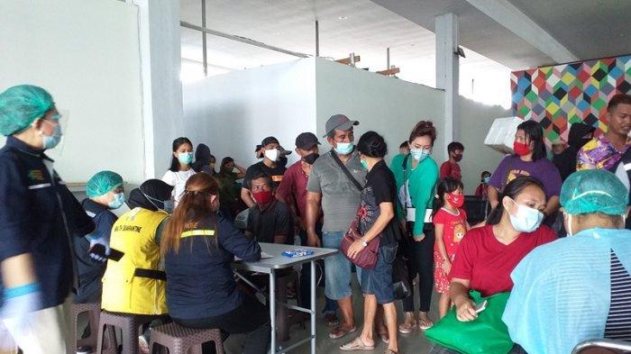 masyarakat yang menjalani rapid test di Pelabuhan Manado