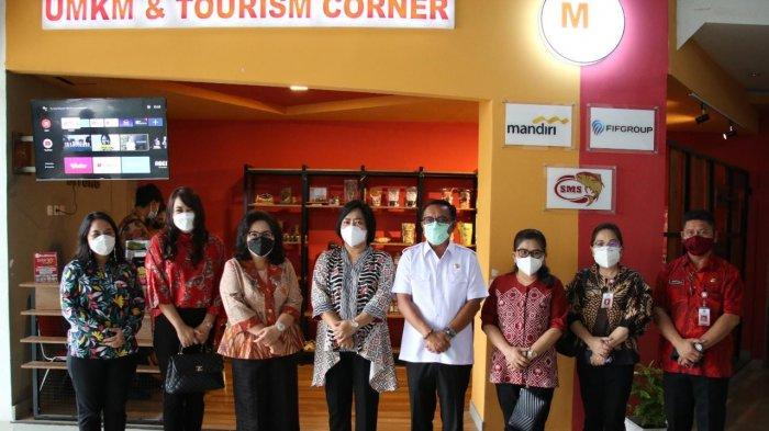 Rita Dondokambey Tamuntuan dan Kartika Kandouw Tanos 'Borong' Produk di UMKM Corner Bitung