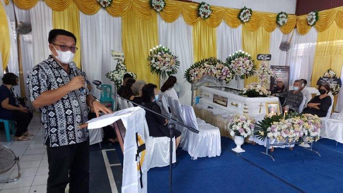 Mertua Mantan Kapolres Bitung Berpulang, Wali Kota Maurits Mantiri Sampaikan Pesan Ini