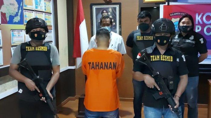 MB alias Buyung (33) warga Kecamatan Aertembaga Bitung, Sulawesi Utara. Ia ditetapkan sebagai tersangka karena telah melakukan hal tak senonoh kepada lima orang anak.