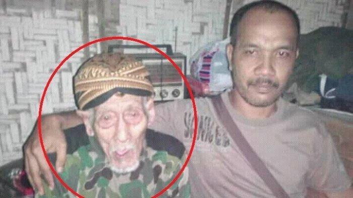 Mbah Arjo (kiri), orang tertua di Indonesia semasa hidup.